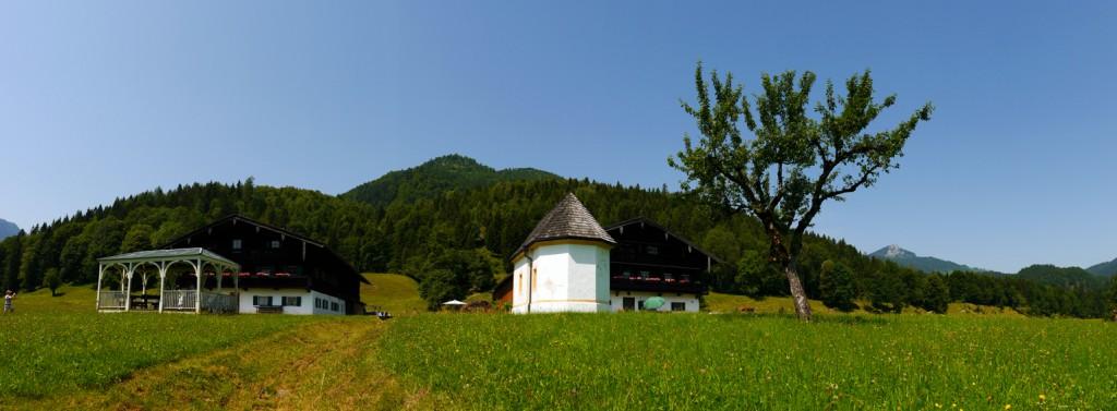 Trojerhof mit Kapelle