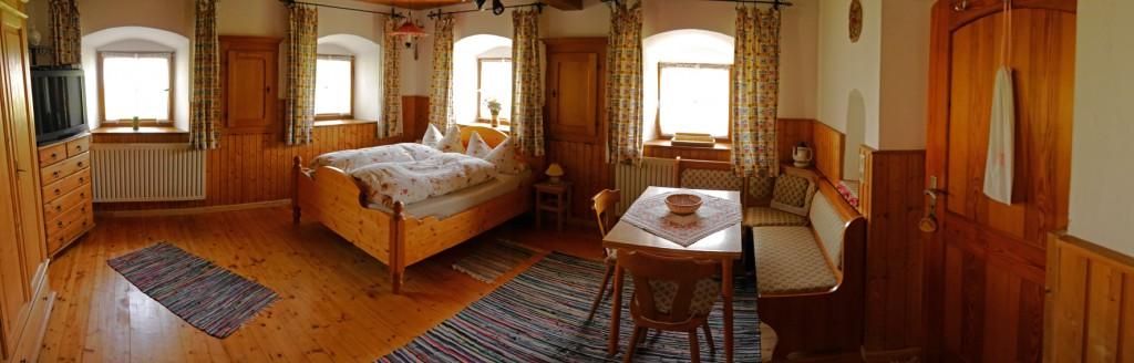 """Ferienwohnung """"In der Stube"""", Bett, Tisch"""
